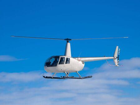 Helicóptero volando en el cielo azul  Foto de archivo - 6501536