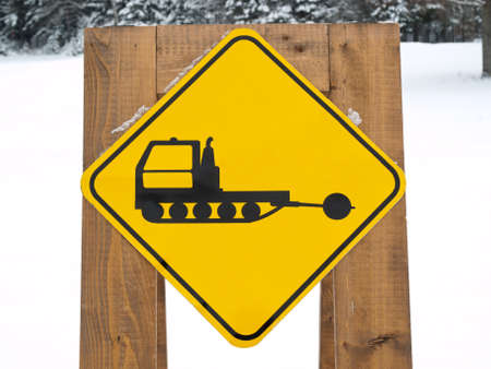 cat grooming: Ski trail maker sign on forest background