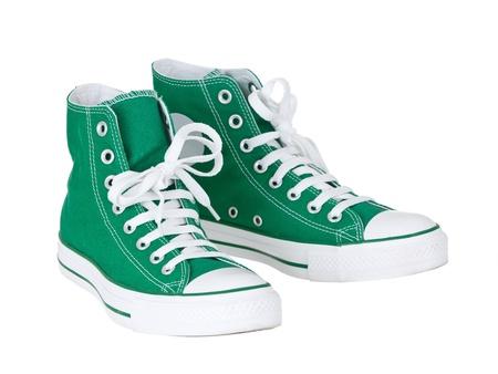 Cosecha colgando zapatos verdes sobre fondo blanco puro Foto de archivo - 9256045