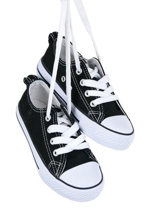 スニーカー: ヴィンテージ純粋な白い背景に黒い靴をぶら下げ