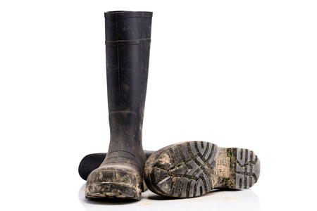 masculin: Dry dirty Mud boots isolated on pure white background fallen