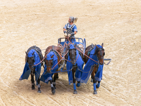 Roman chariot race show in Puy du Fou, France - October 2012 新聞圖片