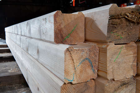 Wood at the sawmill. Lumber is stored in the warehouse. Imagens