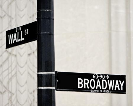 Wall Street e Broadway street firmare in NYC Archivio Fotografico