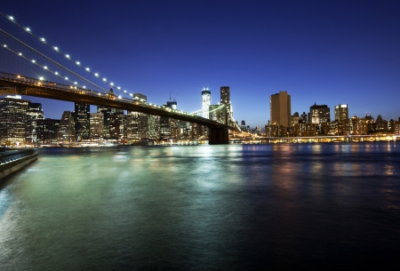 new york notte: Ponte di Brooklyn e skyline at night Archivio Fotografico