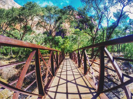 oxidado: Rusty Bridge
