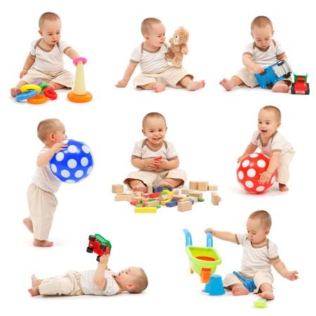 ni�os sentados: Collage de un ni�o jugando con varios juguetes. Aislados en blanco