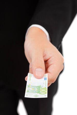 reduced value: Mano ofreciendo un peque�o billete de 100 euros, que representa el menor valor del dinero  Foto de archivo