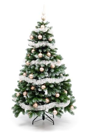 Árboles de Navidad artificiales aislados en blanco, decorada con adornos de oro y plata guirnalda