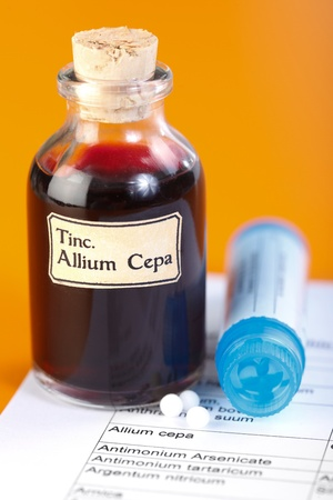 allium cepa: Allium Cepa plant extract and homeopathic pills on technical sheet