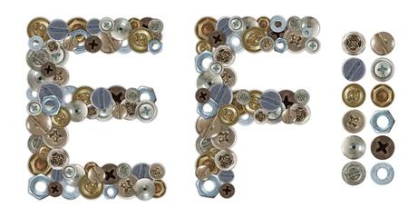 letras cromadas: Caracteres E y F hecha de tuercas y tornillos de cabeza. Elementos independientes de diseño unidos