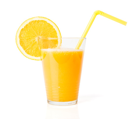 verre de jus d orange: Verre de jus d'orange frais avec de la paille