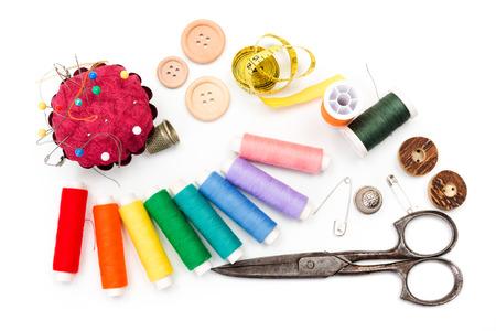 kit de costura: Costurero: tijeras, cinta métrica, dedales, hilos y botones