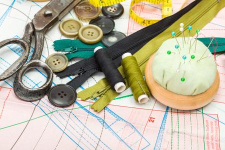 kit de costura: Accesorios de costura verdes en corte patrón