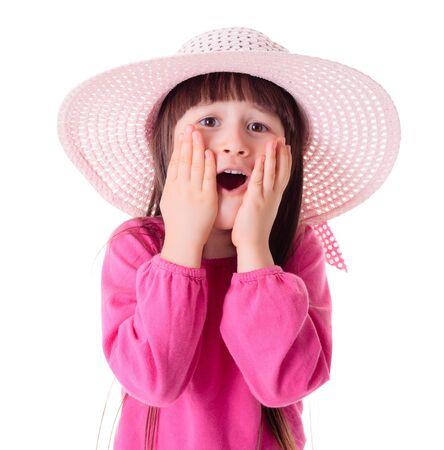 Vraagt u zich af mooi meisje draagt roze zonnehoed
