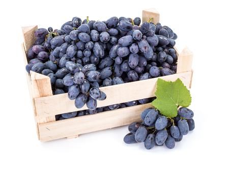 白い木箱に赤いテーブル葡萄 (ブドウ)