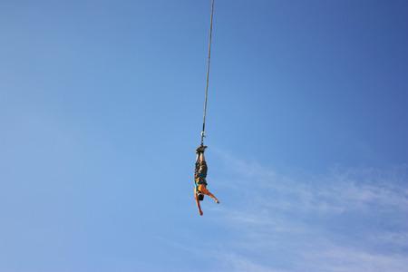 puenting: Bungee jumping  Foto de archivo
