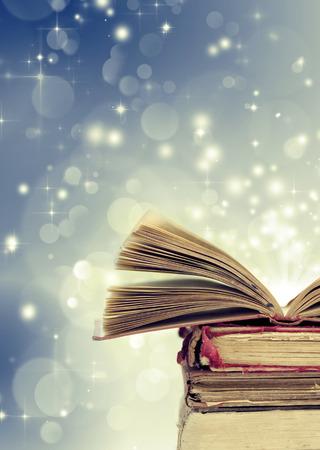 크리스마스 동화입니다. 마법의 책 크리스마스 배경 스톡 콘텐츠