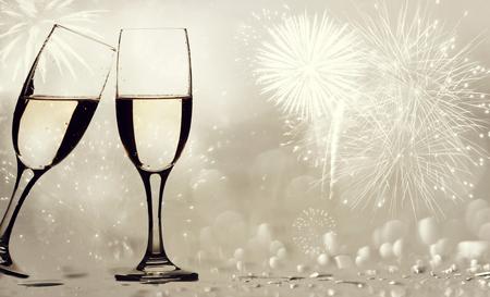 aniversario: Vasos champangne ??sobre fondo espumoso - Nuevo concepto de A�o
