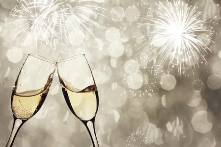nouvel an: lunettes Champangne ??sur fond mousseux - Nouveau concept d'Ann�e