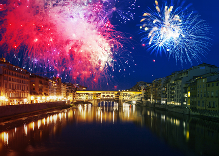 Explosive fireworks around Ponte Vecchio on River Arno - Celebrating New year's eve in Florence, Italy Imagens