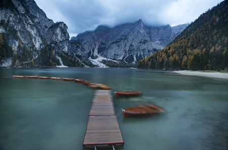 Amazing view of Lago di Braies (Pragser Wildsee), one of the most beautiful lake in South Tirol, Dolomites mountains, Italy. Popular tourist attraction. Banco de Imagens