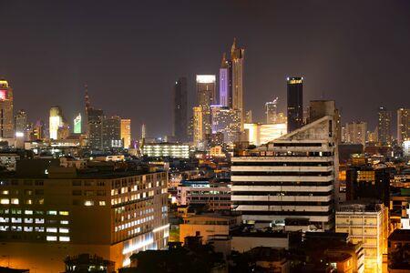 De nachtmening van Bangkok met wolkenkrabber in bedrijfsdistrict in Bangkok Thailand. Stockfoto