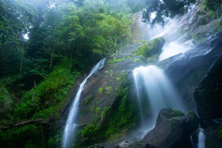 Beautiful waterfall in Doi Inthanon National Park, Thailand. Imagens