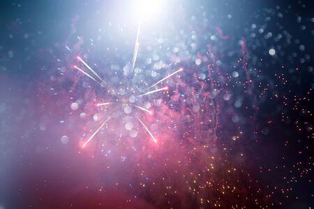 Fondo abstracto de vacaciones doradas mágicas de fuegos artificiales brillantes. Concepto de Navidad y año nuevo.