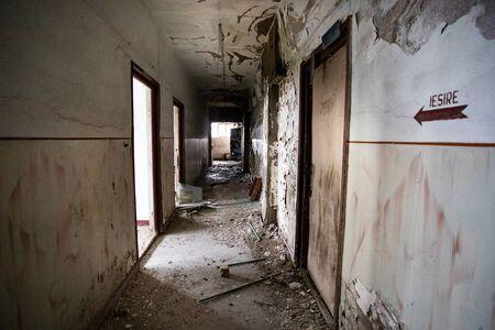 The ruins of the old industrial factory buildings 版權商用圖片 - 141639774