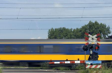 railtrack: Passing train 2