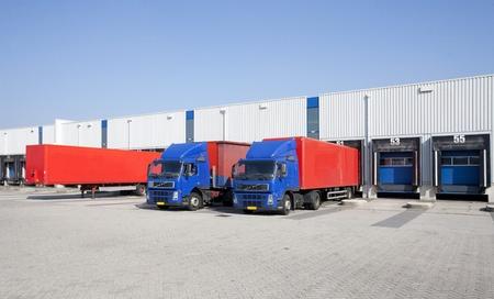 Loading docks Standard-Bild - 9242052