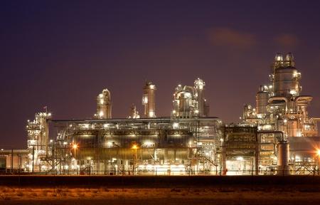 Raffinaderij in de nacht