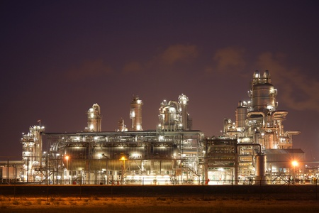 greenhouse gas: Refinery at night