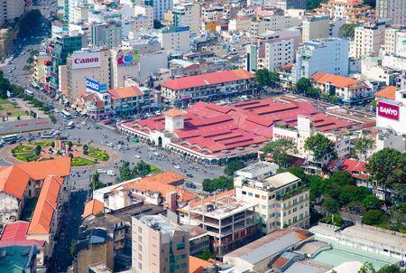 central market: CIUDAD HO CHI MINH, Vietnam - 10 de diciembre 2011: Vista del mercado central de Ciudad Ho Chi Minh (Saig�n) desde el mirador de la torre Bitexco financiera.
