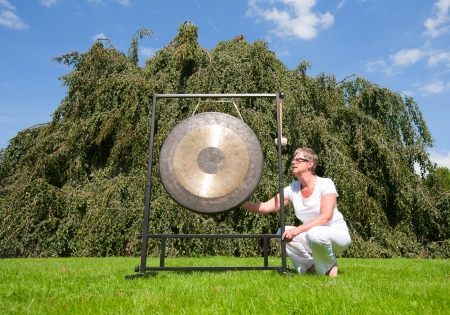 sound therapist: Gong sound healing