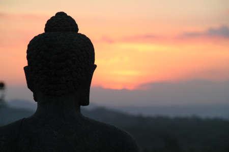 Boeddha kijken naar de zonsondergang, Borobodur Stock Photo