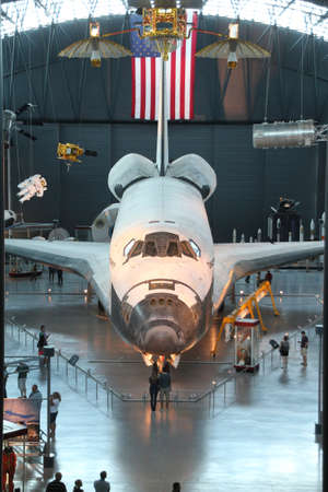 Chantilly, VIRGINIA 9 september NASA's Space Shuttle Discovery tentoongesteld in het Smithsonian National Air and Space Museum Steven F Udvar-Hazy Center 9 september 2013 Chantilly, Virginia