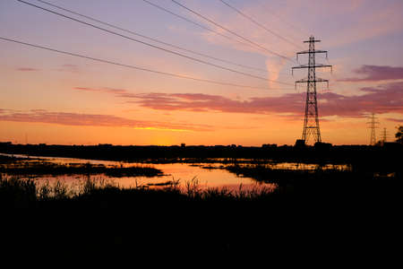 Silhouette electric high power pylon and wires at red sunset. 2020 the Netherlands Banque d'images