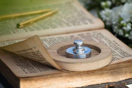 broken contract: wedding bibble