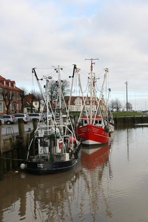 Trawler im Hafen von Tönning Standard-Bild - 92854839