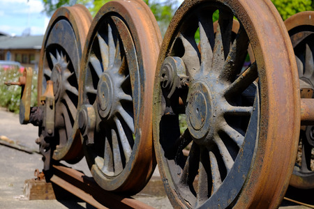 Rusty railway wheels are stored on the track Stockfoto