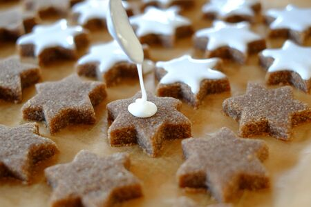 Frosting is applied to a biscuit pond