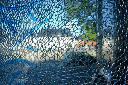 Shattered safety glass on a window Standard-Bild