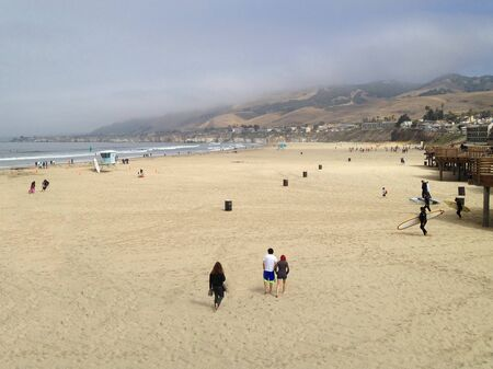 Morning at Pismo Beach California as People Arrive Imagens