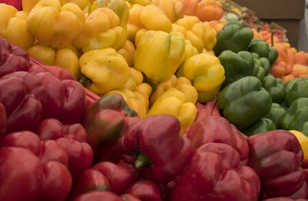 Table of Colorful Bell Peppers on Display at Open Air Market 스톡 콘텐츠