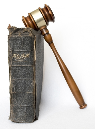 Single Old Leather Bible with Wooden Gavel on White Background 版權商用圖片
