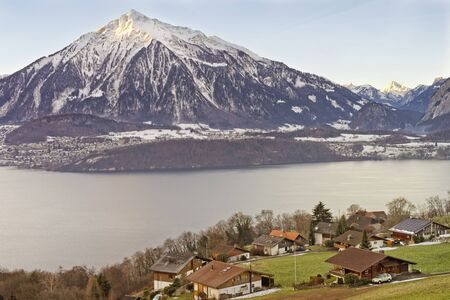 lakeview: Beautiful lakeview over Swiss Apls mountains in a Swiss village near the Thun lake in winter