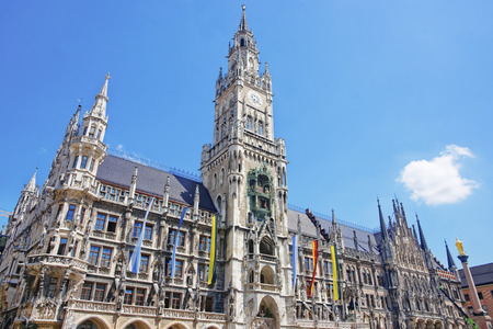 Munich city hall at Marienplatz in summer Standard-Bild