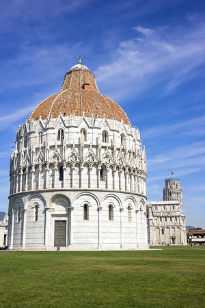 leaning tower of pisa: Pisa Leaning tower ad Baptistery in Italy in summertime